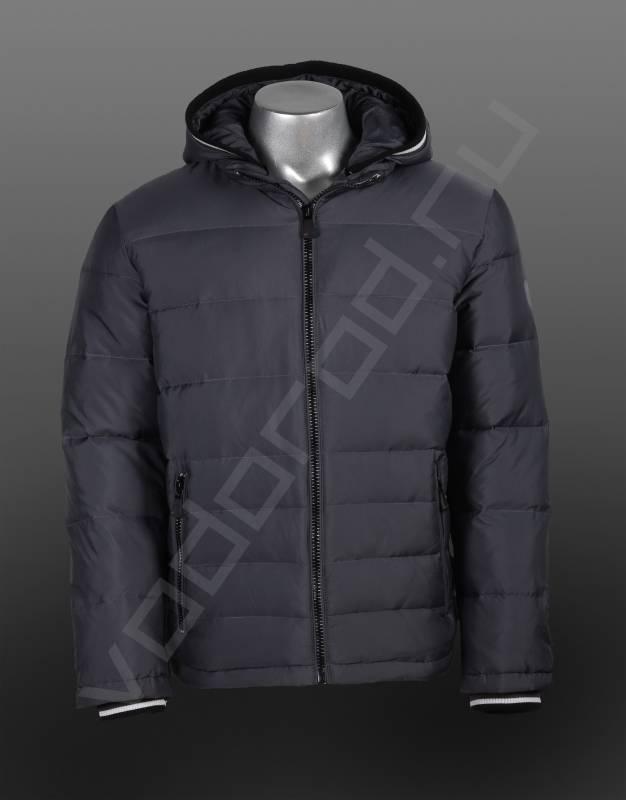 ПуховикВерхняя одежда<br>Мужской пуховик, городской стиль, отличная стильная модель, горизонтальная прострочка, отделка манжетов рукавов и канта капюшона, черной резинкой с белой полосой. Пуховик имеет съемный капюшон, центральную открытую молнию, два боковых врезных кармана на молнии.<br><br>Цвет: серый<br>Размер INT: 46,48,50,52,54<br>Пол: Мужской