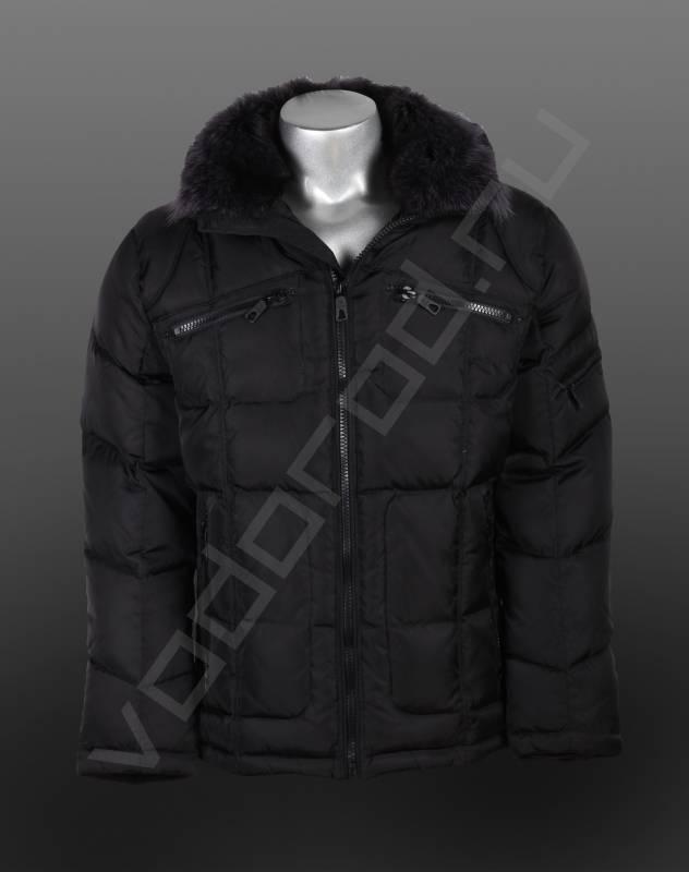 ПуховикВерхняя одежда<br>Модный мужской классический пуховик, прямая слегка приталенная модель, открытая центральная молния, два боковых врезных кармана и два нагрудных, оригинальная прострочка. Пуховик имеет съемный капюшон, воротник отделан мехом (съемный).<br><br>Цвет: черный<br>Размер INT: 48,50,52,54,56<br>Пол: Мужской