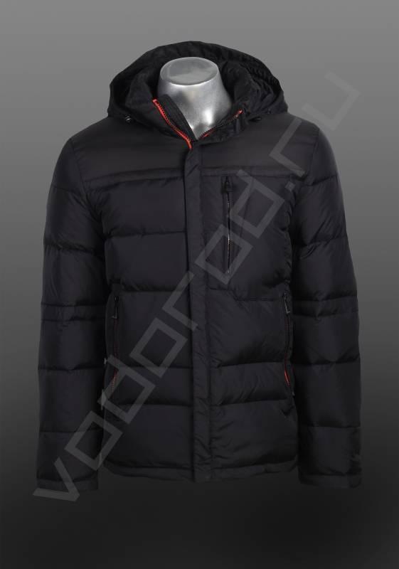 ПуховикВерхняя одежда<br>Пуховик мужской, классическая городская модель, удлиненный, прямой, центральная молния с закрытой планкой, отделана тонкой тесьмой контрастного красного цвета, воротник стойка, два врезных боковых кармана на молнии, один вертикальный нагрудный. Пуховик имеет съемный капюшон, регулируемый кулиской.<br><br>Цвет: черный<br>Размер INT: 54<br>Пол: Мужской